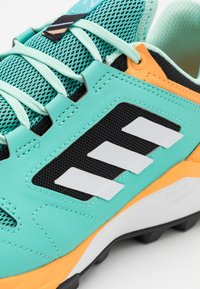 adidas Performance - TERREX AGRAVIC TR - Trainers - acid mint/footwear white/hazy orange - 5