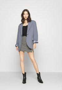 Topshop - CHECKED BENGALINE MINI - Mini skirt - monochrome - 1