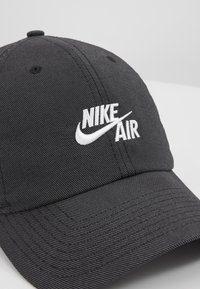 Nike Sportswear - FUTURA - Kšiltovka - black/white - 6