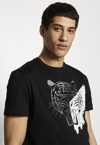 Just Cavalli - TIGER - Triko s potiskem - black - 3