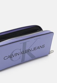 Calvin Klein Jeans - ZIP AROUND - Peněženka - purple - 2