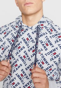 Tommy Jeans - ALLOVER HOODIE - Sweat à capuche - light grey heather - 3