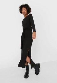 Stradivarius - MIT SCHLITZ  - Maxi dress - black - 1