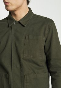 Knowledge Cotton Apparel - PINE HEAVY - Summer jacket - forest night - 5