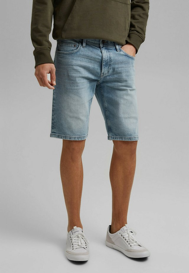 Denim shorts - blue light washed