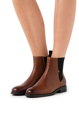 ESSENTIAL - Classic ankle boots - winter cognac