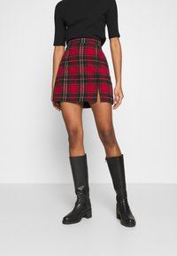 Hollister Co. - CHAIN PLAID MINI STATEMEN - Miniskjørt - red - 0