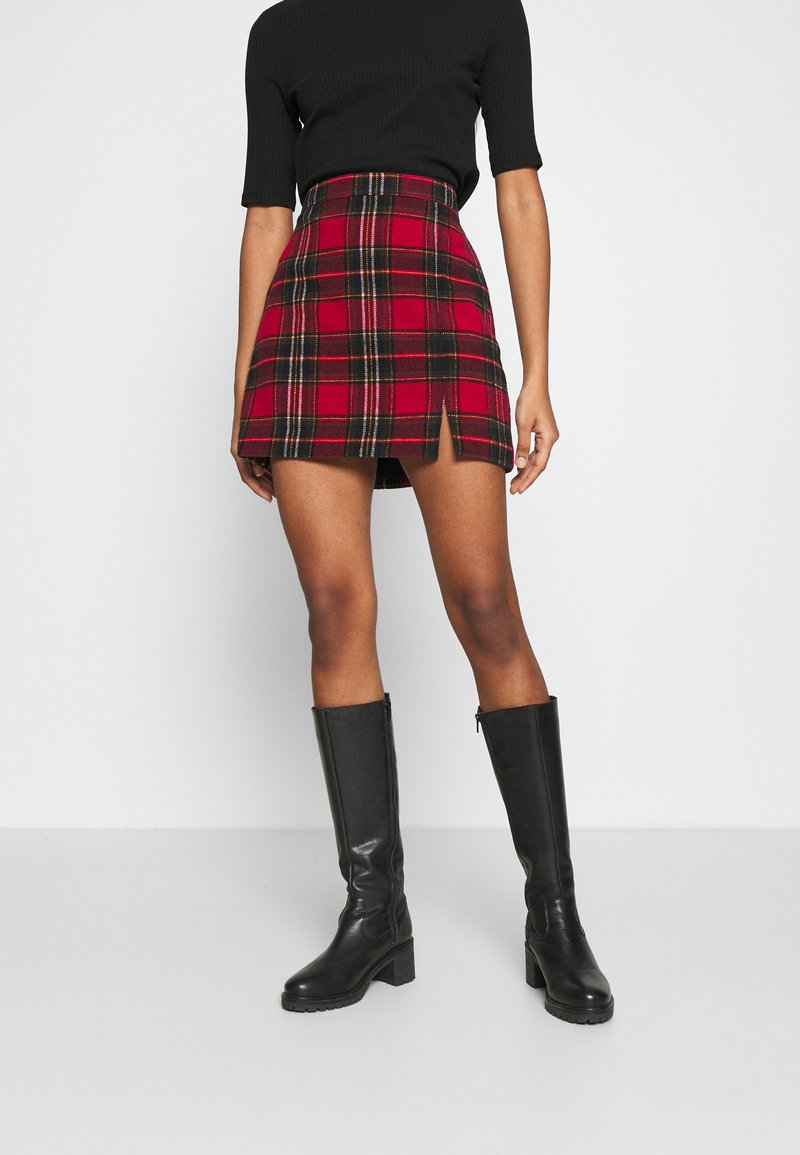 Hollister Co. - CHAIN PLAID MINI STATEMEN - Miniskjørt - red