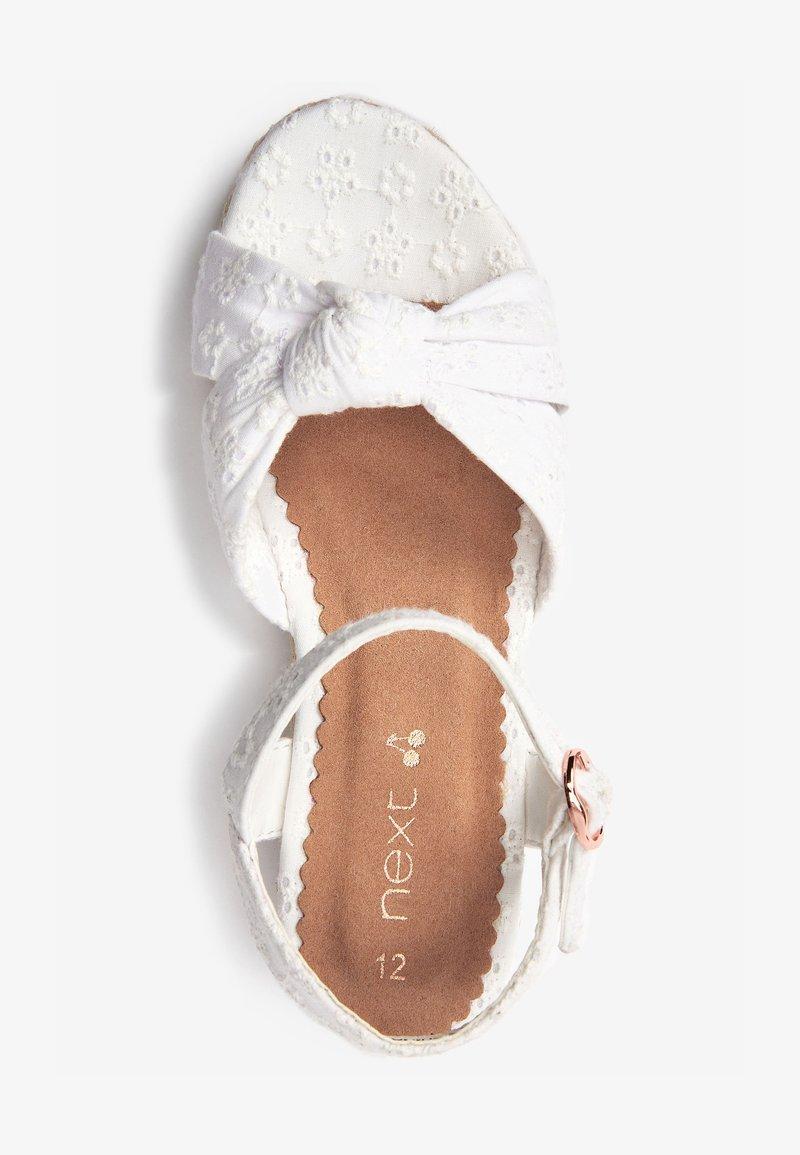 Next - Sandali con zeppa - white