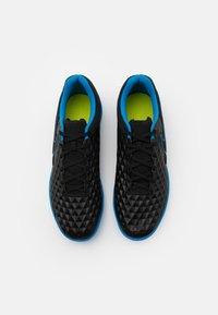 Nike Performance - TIEMPO LEGEND 8 CLUB IC - Indoor football boots - black/light photo blue/cyber - 3