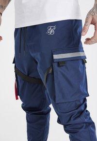 SIKSILK - COMBAT TECH CARGO PANTS - Pantalon cargo - navy - 4