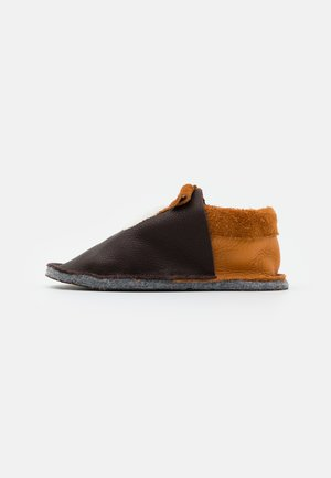 KIGA HUND - Domácí obuv - braun