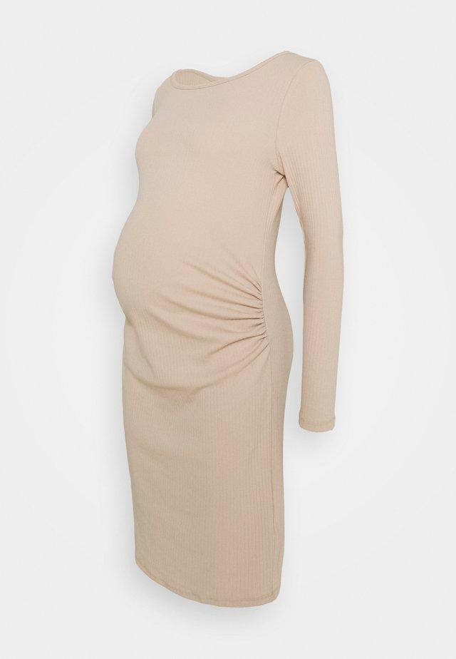 MATERNITY LETTUCE EDGE LONG SLEEVE DRESS - Žerzejové šaty - sand dune
