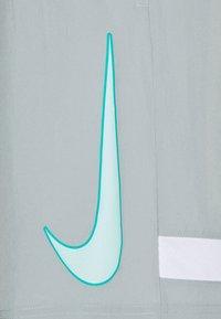 Nike Performance - DRY ACADEMY SHORT - Pantalón corto de deporte - light pumice/white/light dew - 5