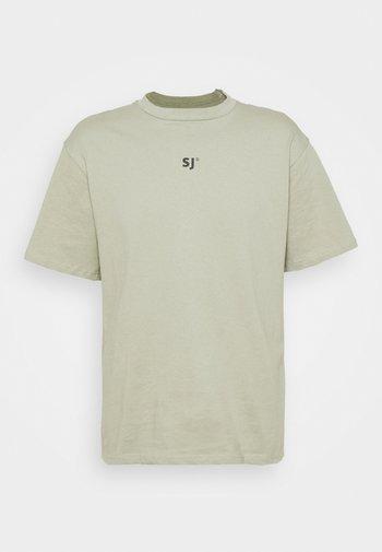 FOREST TEE - Print T-shirt - green