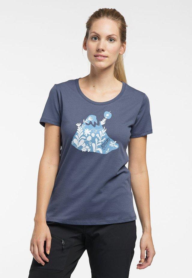 MIRTH TEE - Print T-shirt - dense blue/silver blue