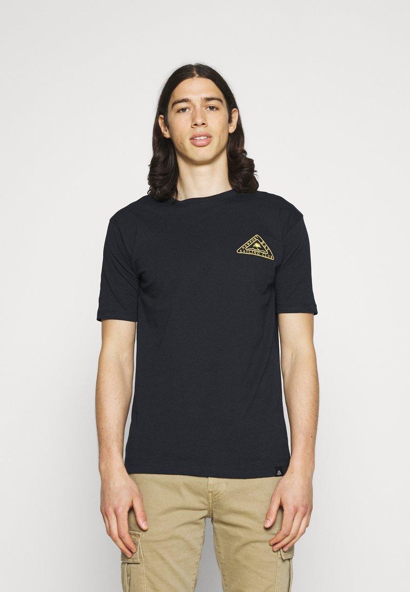 Newport Bay Sailing Club - PALM - Print T-shirt - navy