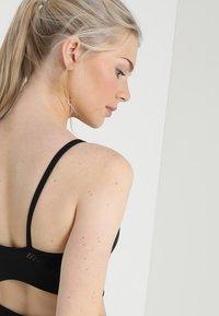 Nike Performance - SEAMLESS LIGHT BRA - Sports bra - black/white - 4