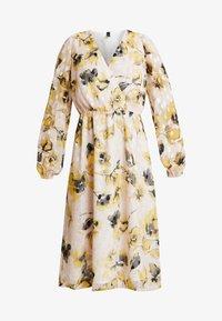 YASSIRIA DRESS - Hverdagskjoler - primrose/yellow