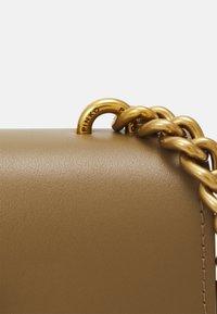 Pinko - LOVE MINI ICON SIMPLY JE ANTIQUE - Across body bag - olive - 3