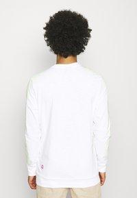 Nike Sportswear - Long sleeved top - white - 2