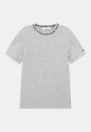 INTARSIA LOGO UNISEX - T-shirt imprimé - light grey heather