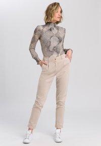 Marc Aurel - Button-down blouse - light sand varied - 1