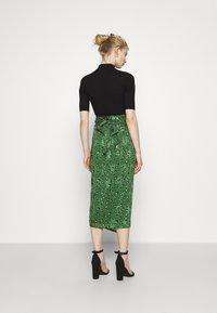 Never Fully Dressed - LEOPARD JASPRE SKIRT - Wrap skirt - green - 2