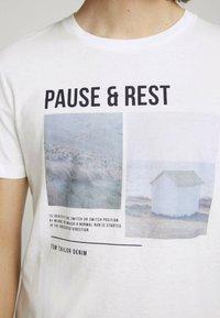 TOM TAILOR DENIM - MIT FOTOPRINT - Print T-shirt - white - 3