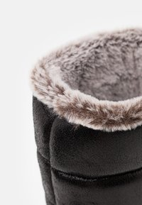 Luhta - VALKEA MS - Zimní obuv - black - 5