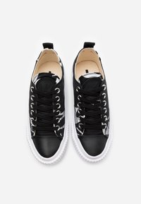 McQ Alexander McQueen - SWALLOW CUT UP - Trainers - black/white - 3