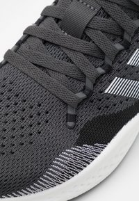 adidas Performance - FLUIDFLOW 2.0 - Zapatillas de running neutras - core black/footwear white/grey six - 5