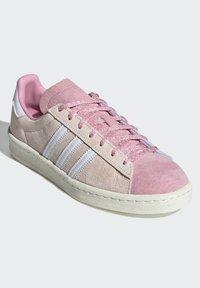 adidas Originals - CAMPUS 80S - Sneakersy niskie - pink tint/ftwr white/purple tint - 1