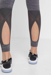 Nike Performance - INTERTWIST 2.0 - Trikoot - oil grey/thunder grey - 4