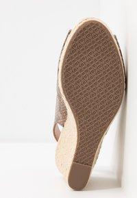 Dune London WIDE FIT - WIDE FIT KICKS  - Sandaler med høye hæler - natural - 6