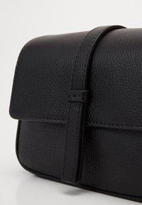FREDsBRUDER - RONI - Across body bag - black - 3