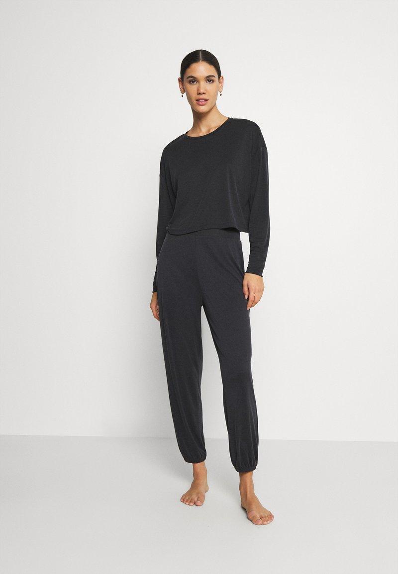 ONLY - ONLBIANCA LOUNGEWEAR SET - Pyjama set - black