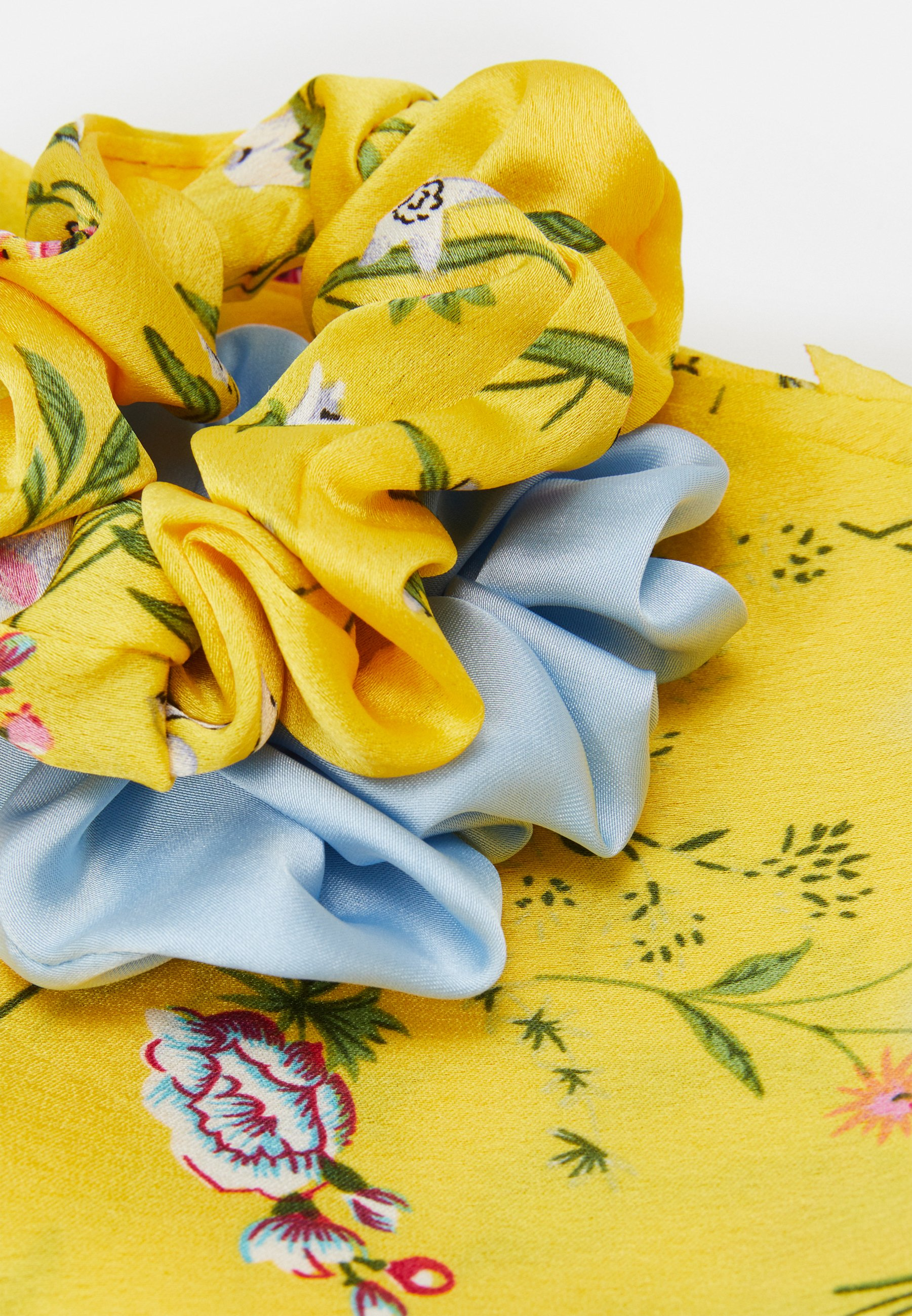 Pieces PCREMYBOW SCRUNCHIE 2 PACK - Hair Styling Accessory - airy blue/yellow/flerfarget sTFvtQl2zLAi1Yt