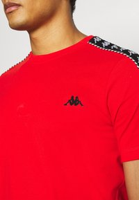 Kappa - ILYAS - T-shirt con stampa - firey red - 3