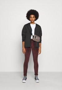 Levi's® - 721 HIGH RISE SKINNY - Jeans Skinny Fit - bordeaux - 1