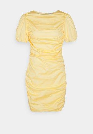 THE CUTEST RUCHED DRESS - Koktejlové šaty/ šaty na párty - light yellow