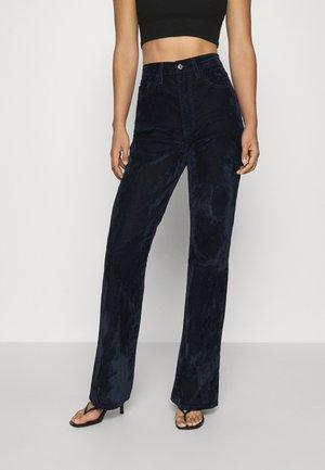 RIBCAGE BOOT - Bukse - lush indigo velvet