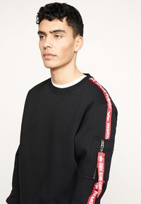 Alpha Industries - TAPEEXCLU - Sweatshirt - black