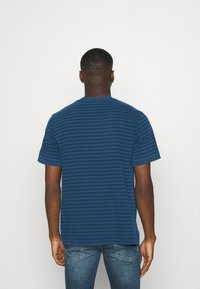 Afends - VOID RETRO FIT RINGER TEE - Print T-shirt - midnight - 2