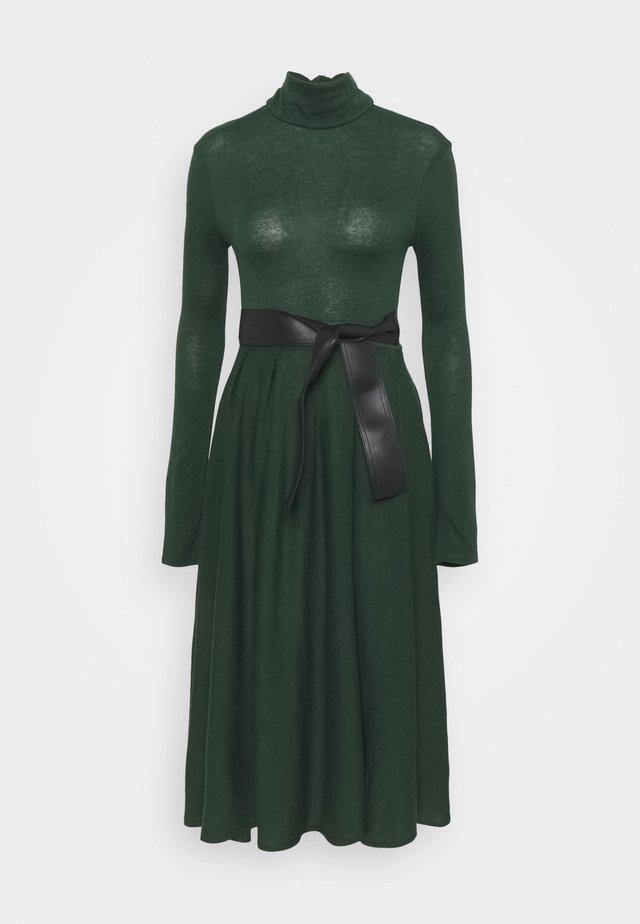 DARAI - Robe pull - dark green