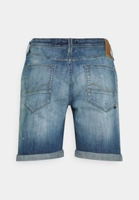 Jack & Jones - JJIRICK JJFOXSHORTS - Short en jean - blue denim - 1