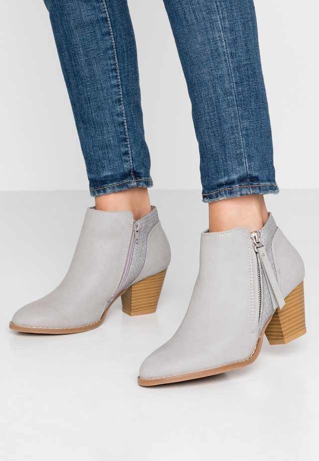 ACAPELLA - Ankle boots - grey