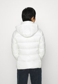 Calvin Klein - ESSENTIAL JACKET - Down jacket - snow white - 3