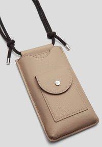s.Oliver - Phone case - beige - 3