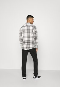 Only & Sons - ONSNATE LIFE CHECK SHIRT - Shirt - star white - 2